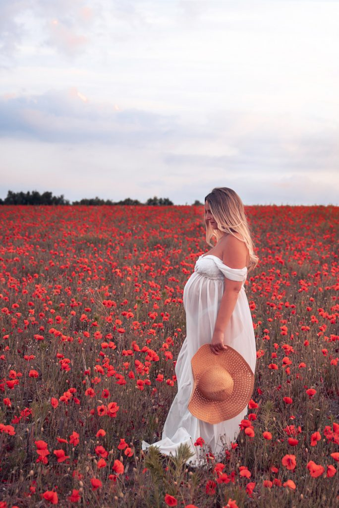 Maternity Photo Poppy Field